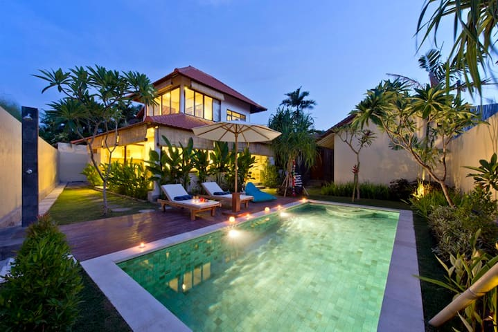 2BR Pool villa. Heart of  Seminyak - Bali - House