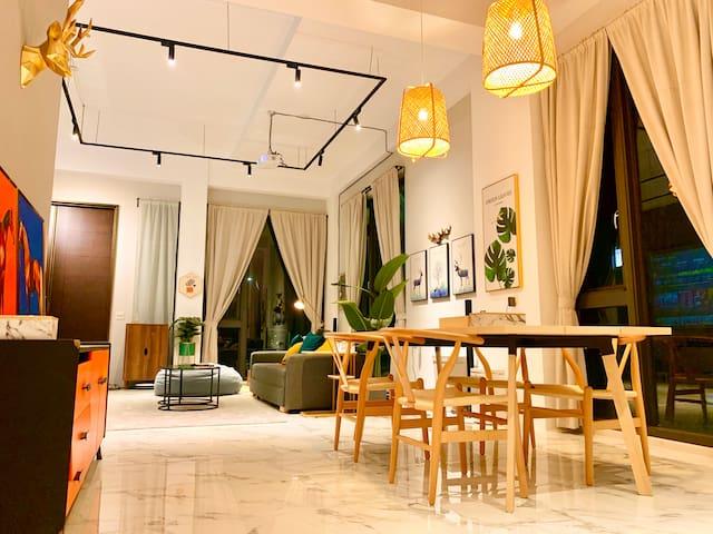 挑高3米8的客餐廳,置身其中,寬敞舒適