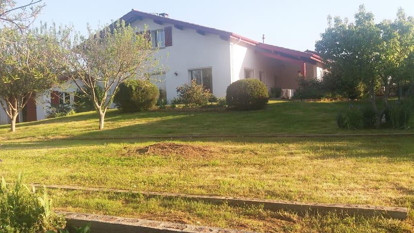 Maison très lumineuse, hâvre de paix, pays basque - Itxassou - Hus