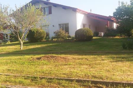 Maison très lumineuse, hâvre de paix, pays basque - Itxassou - Дом