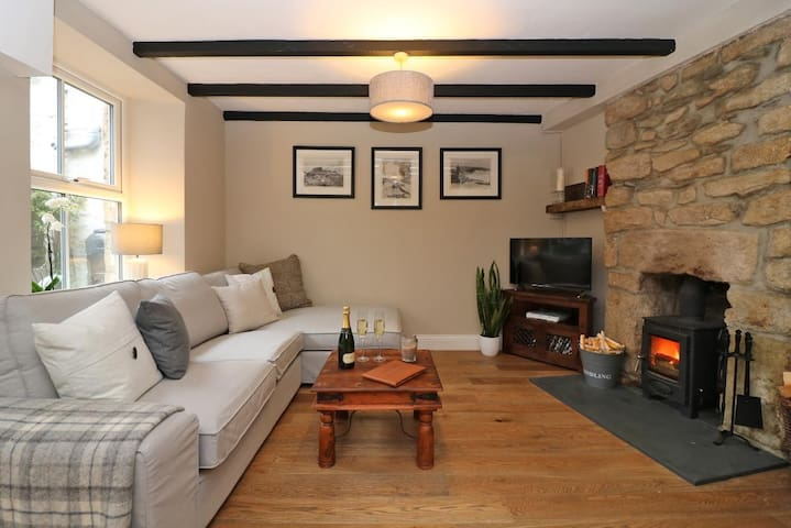 Beautifully Styled Fisherman's Cottage, Porthleven - Porthleven - House
