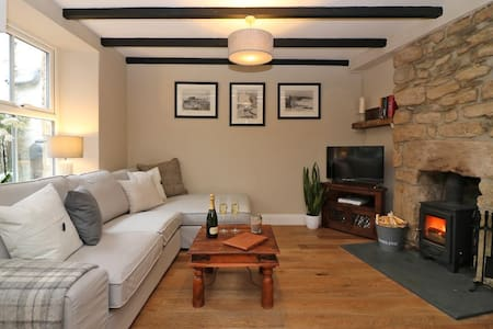 Beautifully Styled Fisherman's Cottage, Porthleven - Porthleven - Huis