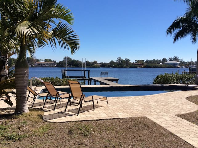 Waterfront 4 Bedroom Home With Pool - Tarpon Springs