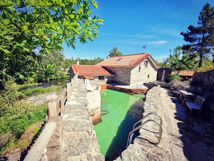 Espaciosa villa con piscina & Wifi