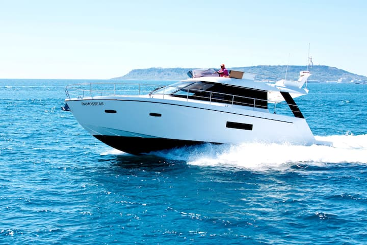 Stay aboard this lovely boat at a 5* marina