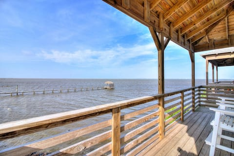 Private fishing pier and Marina! Pool! AMAZING Views! Boat Parking