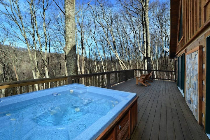 ☆ 3 Kings ☆ Hot Tub ☆ Rustic ☆ Luxury ☆ Fireplace