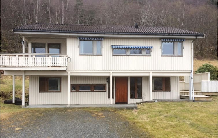 Holiday cottage with 3 bedrooms on 141 m² in Sylte