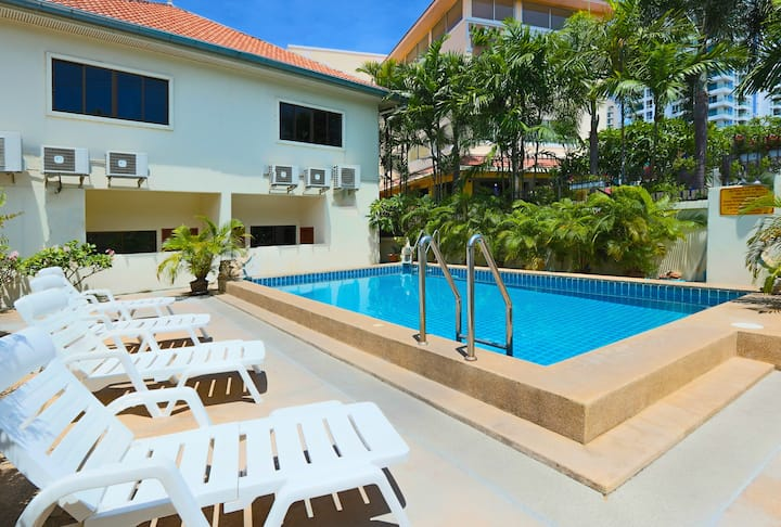 2-bedroom Ashford Townhouse Common-Pool Access