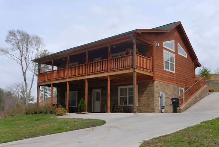 Beautiful,Family Friendly, Cabin - Pigeon Forge - Casa