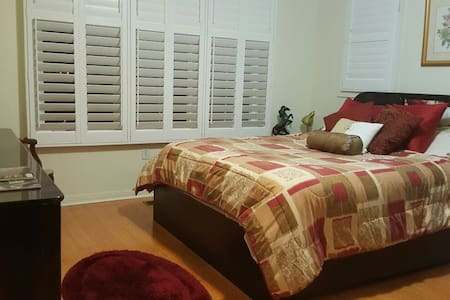 Charming and Spacious Private Room - Brampton - Casa