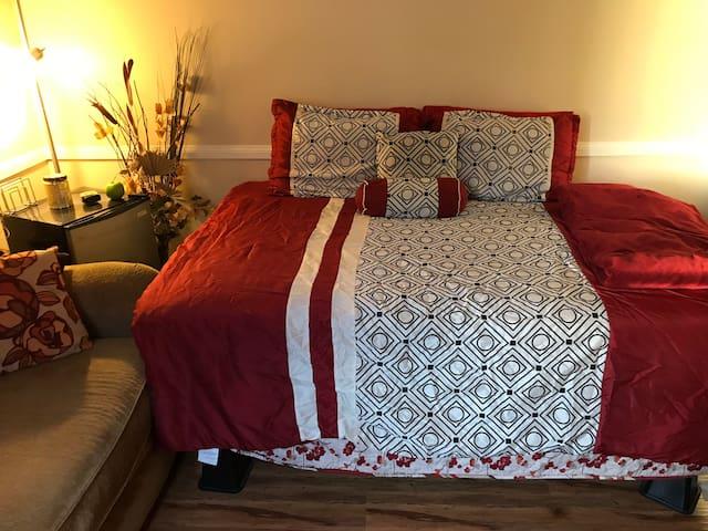 4 mi LAX Private Bedroom/ Child Accommodative