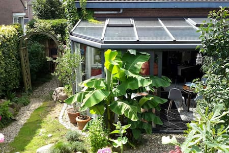 Haus in grüner Oase mit wunderschönem Wintergarten - Appartement