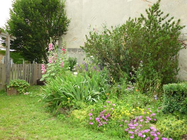 Chambre au coeur du village - Voulmentin - Casa