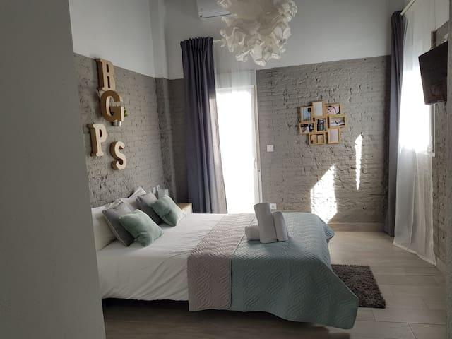 Bonito Alojamiento con Terraza - WIFI gratis (F4)