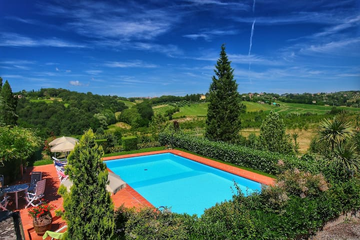 Beautiful 2 bed apartment with stunning views in Tuscany