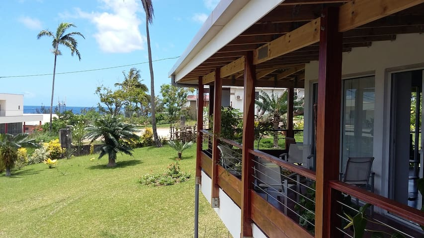 Rooms in a spacious villa ,central  - Port Vila - House