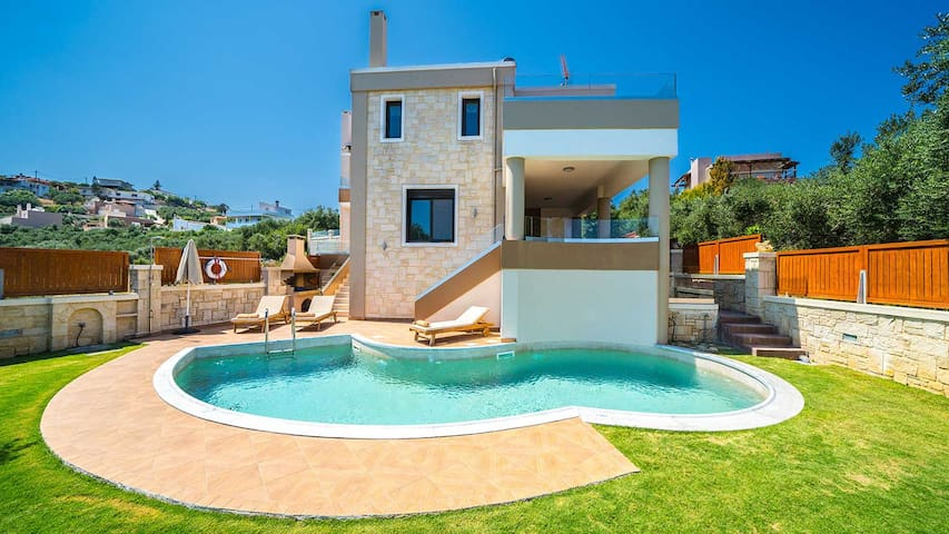 Luxury Seaview Villa In Marathokefala Chania