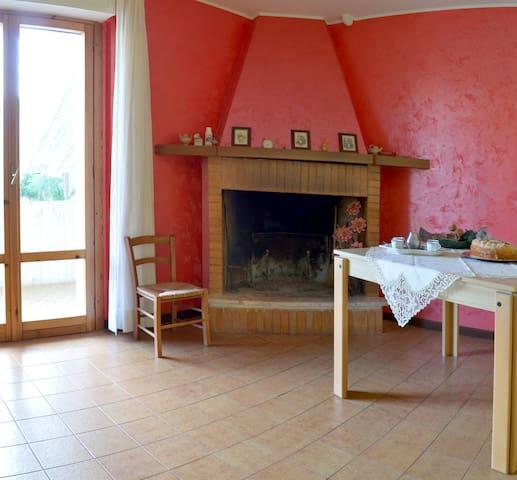 appartamento spazioso e luminoso - Santa Maria Goretti - Huoneisto