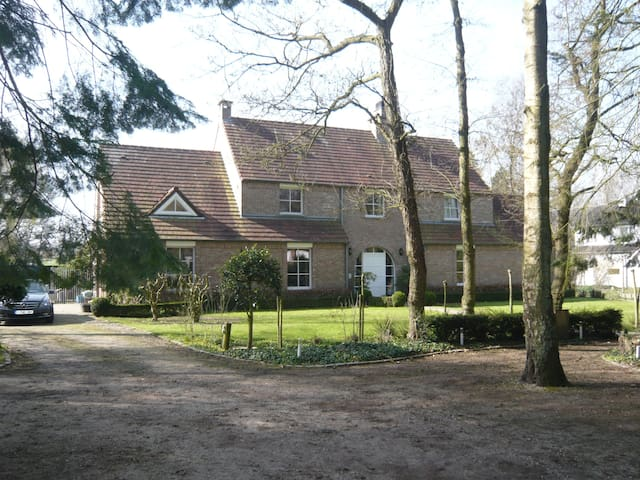 1815 quiet house after the Battle - Braine-l'Alleud - Bed & Breakfast