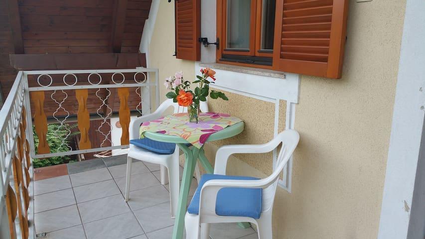 Zimmer mit Küche + Balkon - Judendorf-Straßengel - Huis