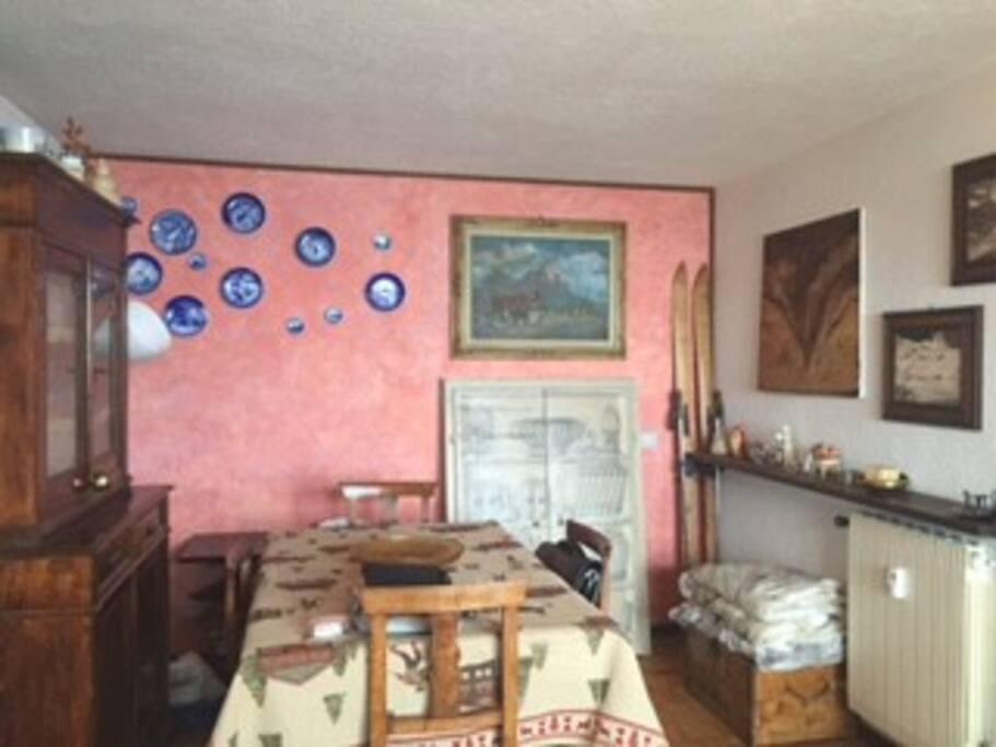 Sala Pranzo e porta camera