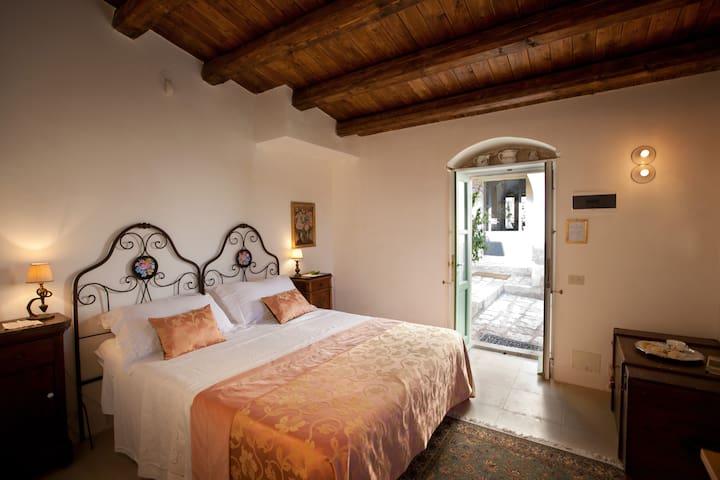 Tenuta Cammarana, Breakfast & Roses room - Ragusa - Villa