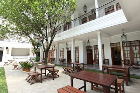 A Great Place to Called Home-Deluxe - Lengkong - Bed & Breakfast