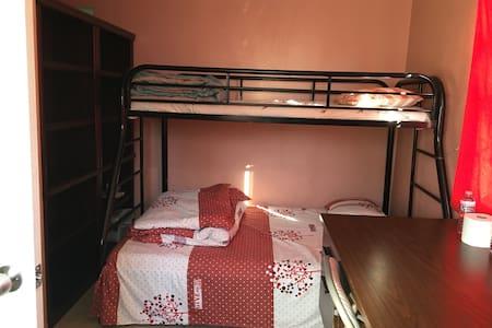 Q room . - La Puente - Casa
