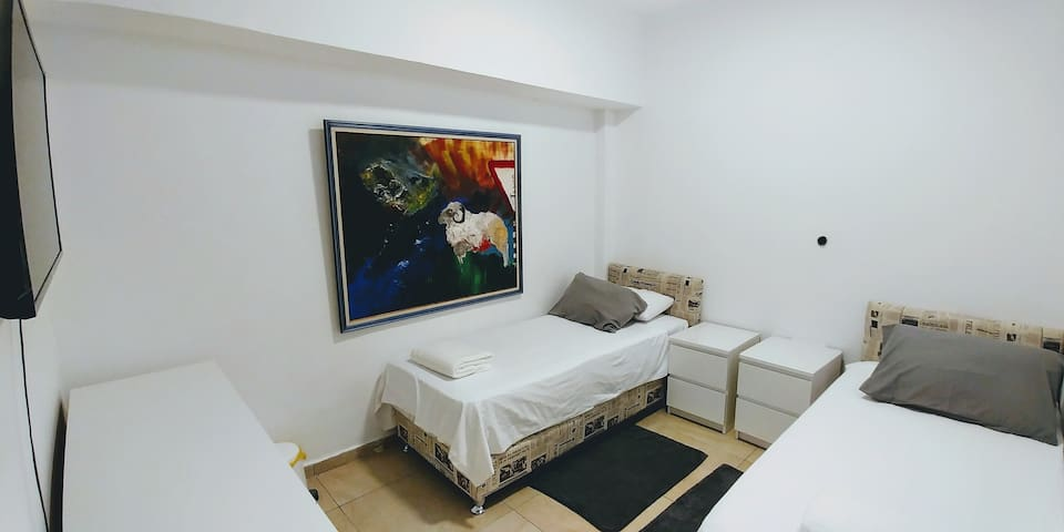 6B.2 Private room with 2 beds in the City Center