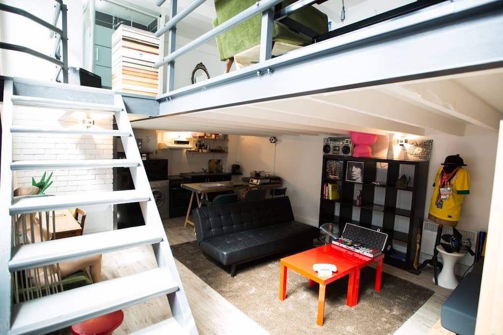 Loft atelier montmartre lofts louer paris le de for Location atelier loft