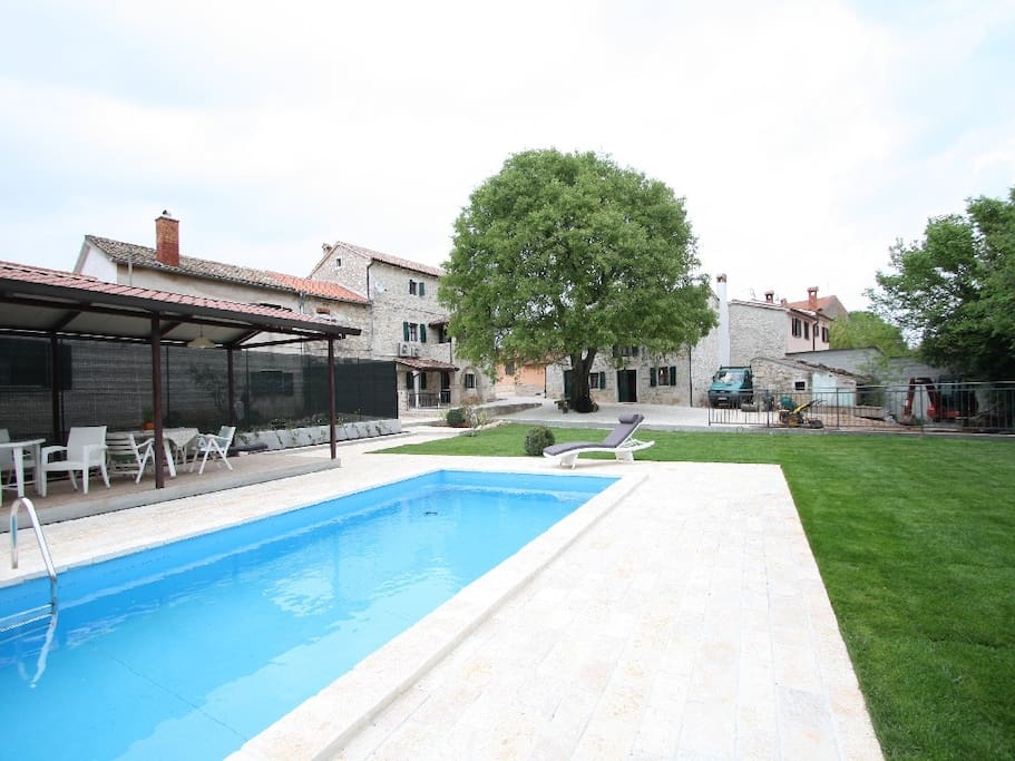 Building exterior - pool