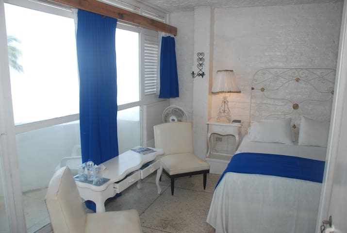 Queen room with ocean view balcony - Bahia de Caraquez - Bed & Breakfast