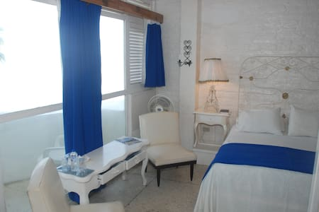 Queen room with ocean view balcony - Bahia de Caraquez