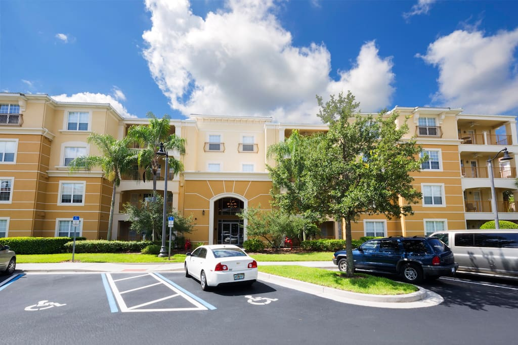 This large, open plan family condo is located just minutes from Walt Disney World® Resort and Universal Studios in the heart of Orlando, and offers the perfect base for your next visit to the fun capitol of the World!