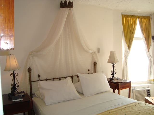 Queen room with ocean view - Bahia de Caraquez - 家庭式旅館