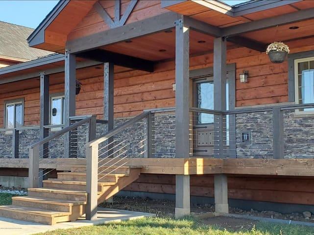 Beautiful Mountain Modern Home- 4500 sqft/11 acres