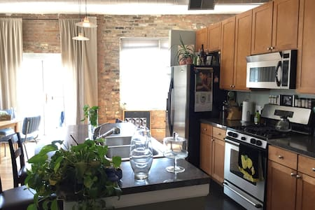Sunlit Loft in Wicker Park/Bucktown - Chicago