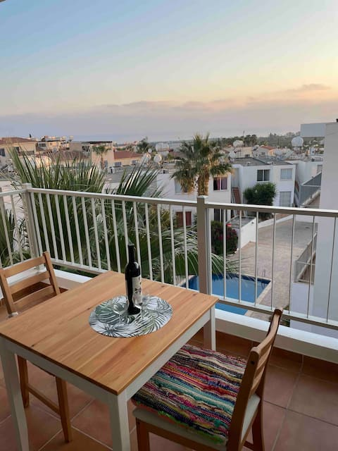 Sea view 1bed apartment with pool in Peyia