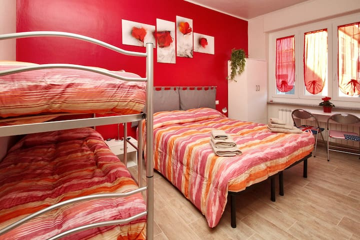 B&B Il Rosso e Il Blu, Camera Rossa - Cuneo - Bed & Breakfast