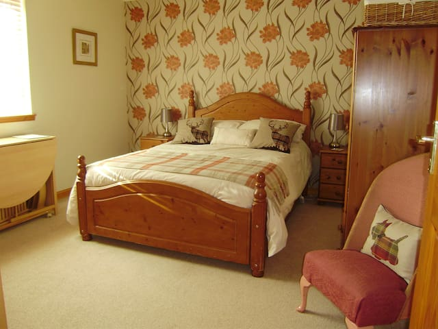 Double Room with Private Lounge and Bathroom - Auldearn