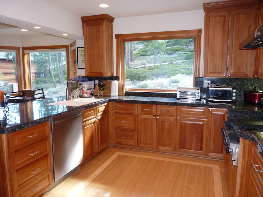 Kitchen features Viking range and Bosch ovens