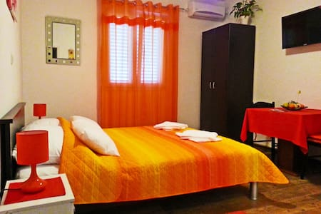 King apartment - Orange suite - Mokošica