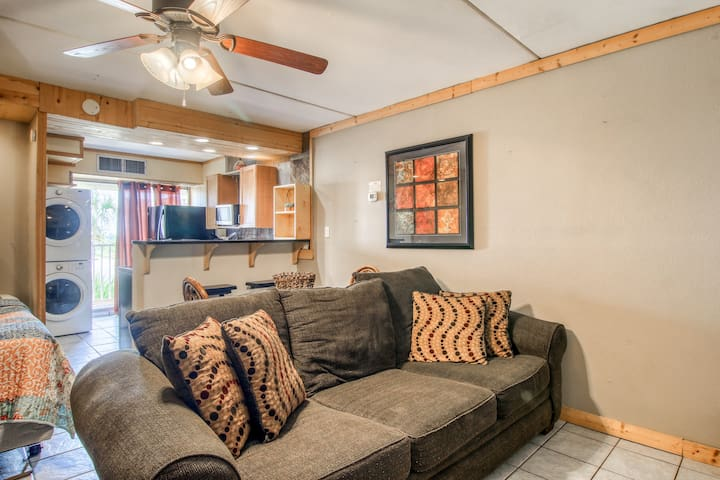 Dog-friendly studio with shared pools, close to popular attractions!