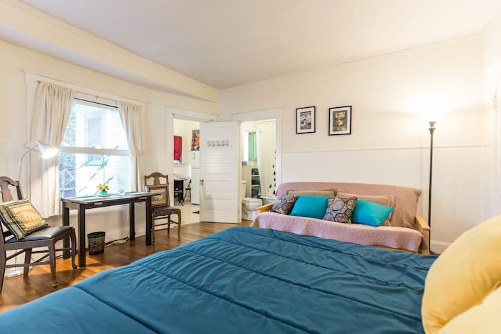 Old Style Sunny Bungalow Studio, City Center Close - Pasadena - Appartement
