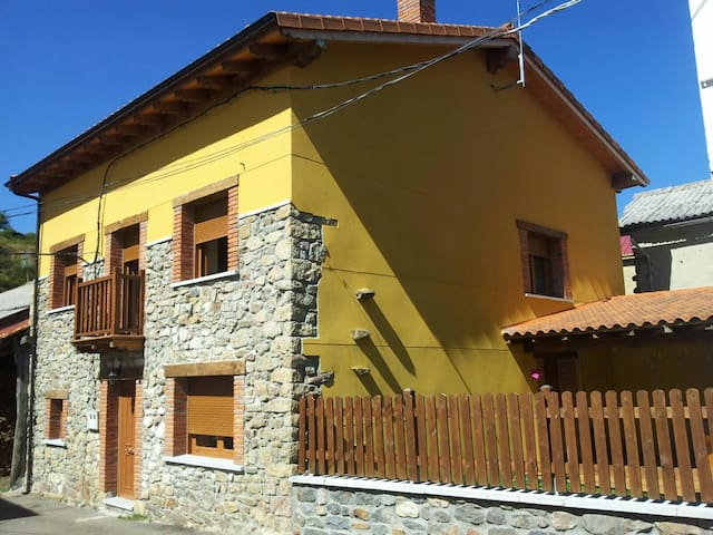 Airbnb Riaño Vacation Rentals Places To Stay