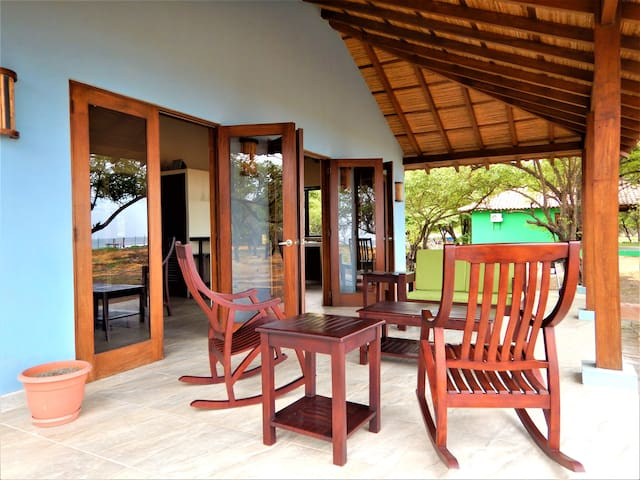 Private, remote, beach bungalow - Casa Ricardo
