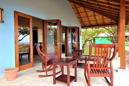 Private, remote, beach bungalow - Casa Ricardo
