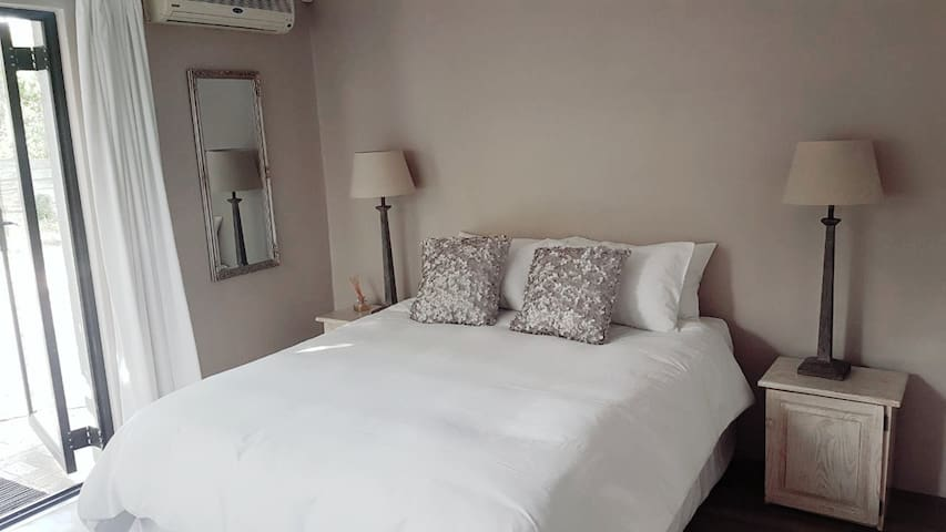 Cozy Private Room close to Durbanville Winelands