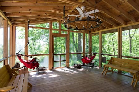 Tumnus House: MTN Views, Hot Tub, Stars & Peace - Stanardsville